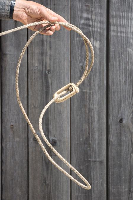 Bei einer noch unbehandelte Reata verdreht sich die Wurfschlinge. Ein korrekter Loop ist unmöglich.