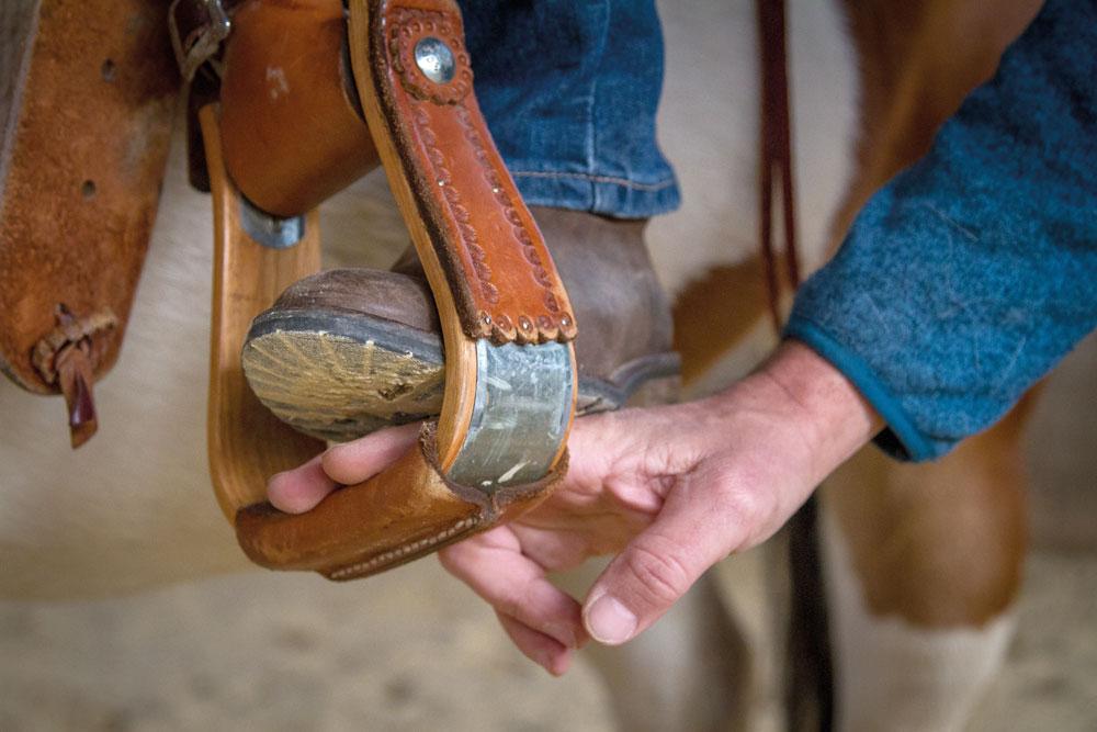 Steigbügeltest: Die Beine sollten leicht im Steigbügel ruhen.